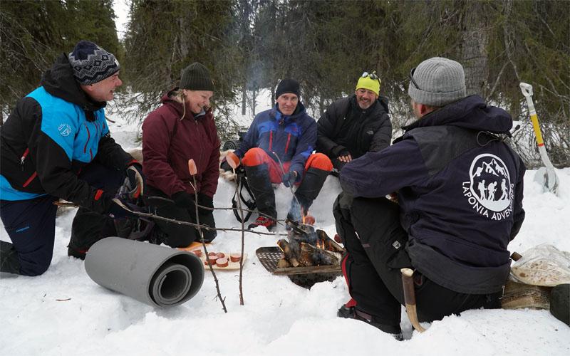 grilla med Laponia Adventures