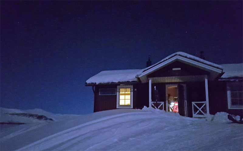 mountain hut along Kungsleden in winter